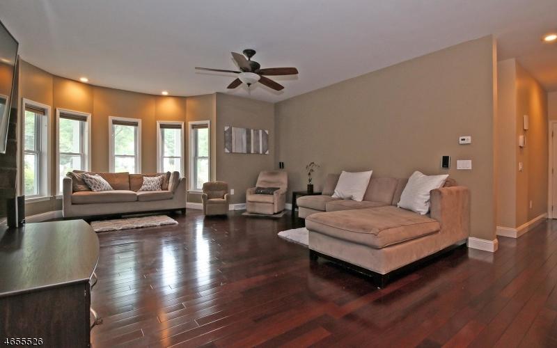 Additional photo for property listing at 11 Eros Court  Wayne, Нью-Джерси 07470 Соединенные Штаты