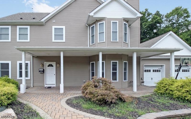 Частный односемейный дом для того Продажа на 11 Eros Court Wayne, Нью-Джерси 07470 Соединенные Штаты