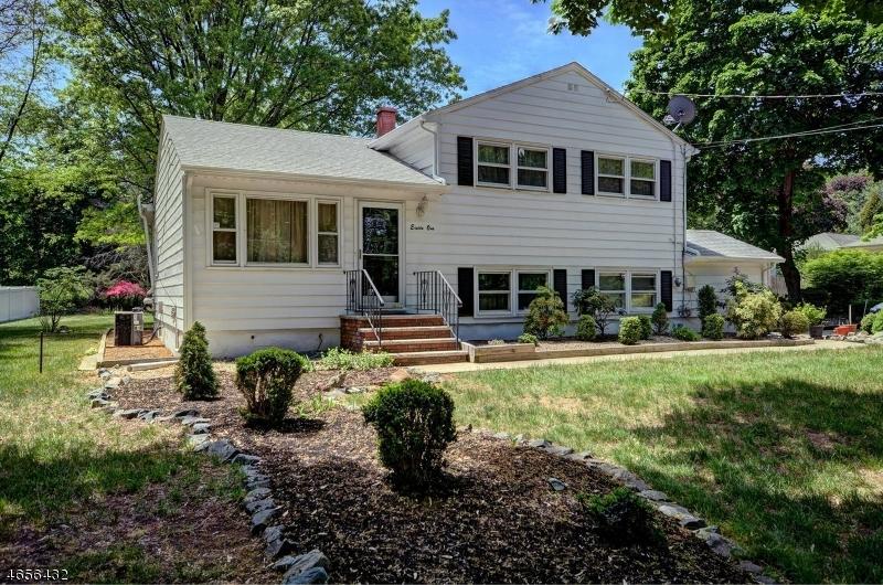 Частный односемейный дом для того Продажа на 81 Claremont Road Franklin Park, 08823 Соединенные Штаты