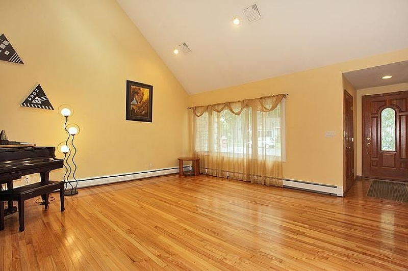 Additional photo for property listing at 827 Ridgewood Road  Millburn, New Jersey 07041 United States
