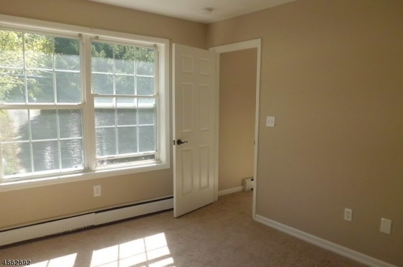 Additional photo for property listing at 49 Willow Avenue  Bloomsbury, New Jersey 08804 États-Unis