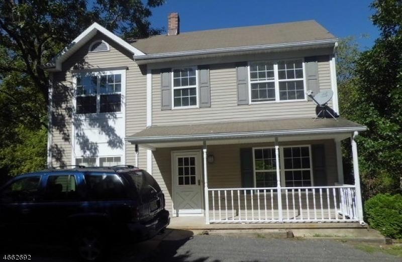 Maison unifamiliale pour l Vente à 49 Willow Avenue Bloomsbury, New Jersey 08804 États-Unis