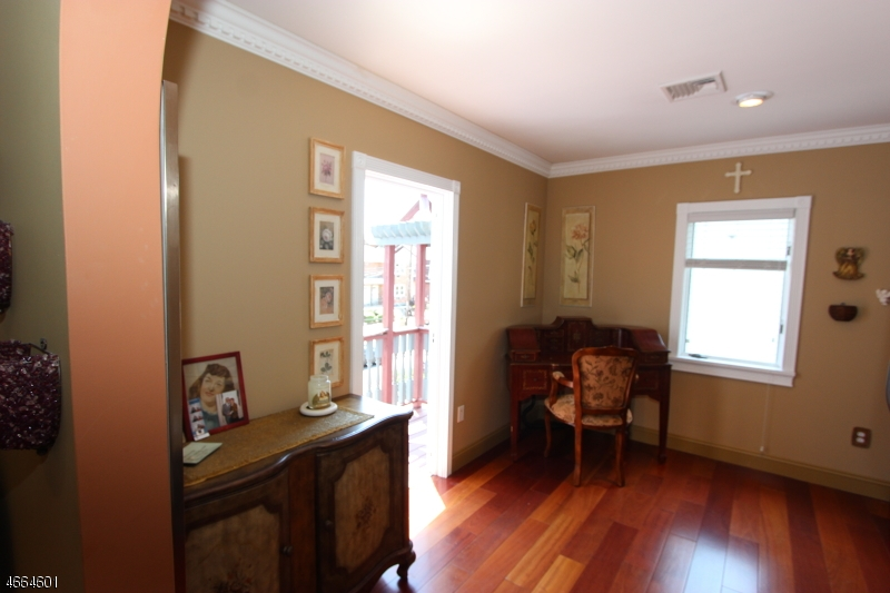 Additional photo for property listing at 527 Franklin Avenue  Nutley, New Jersey 07110 United States