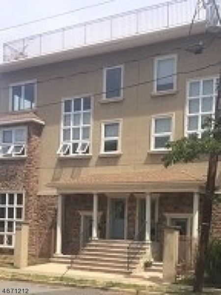 独户住宅 为 销售 在 595 Christopher Street Orange, 07050 美国