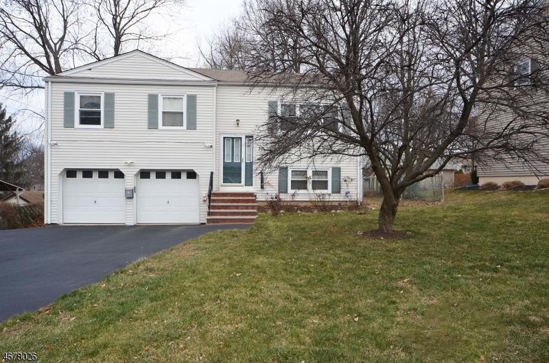Maison unifamiliale pour l Vente à 30 AMENDOLA Drive Netcong, New Jersey 07857 États-Unis