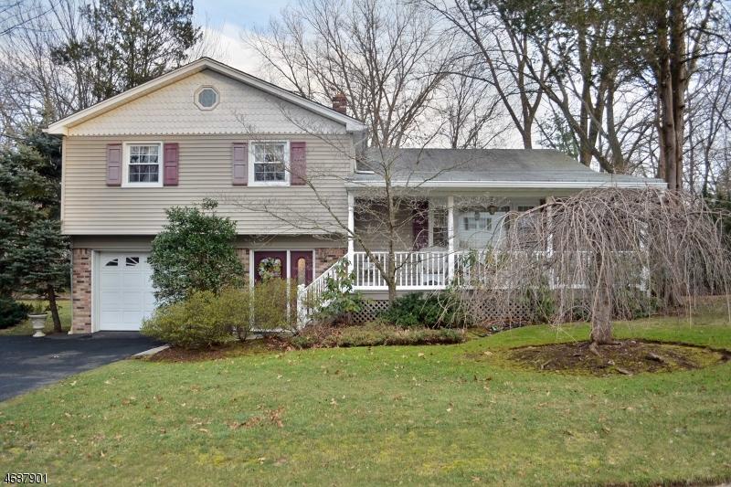 独户住宅 为 销售 在 97 Greta Place 爱默生, 新泽西州 07630 美国