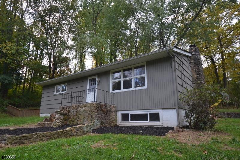 Casa Unifamiliar por un Alquiler en 12 Glenn Avenue Glen Gardner, Nueva Jersey 08826 Estados Unidos