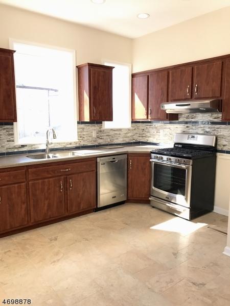 Casa Unifamiliar por un Alquiler en 190 Outwater Lane Garfield, Nueva Jersey 07026 Estados Unidos