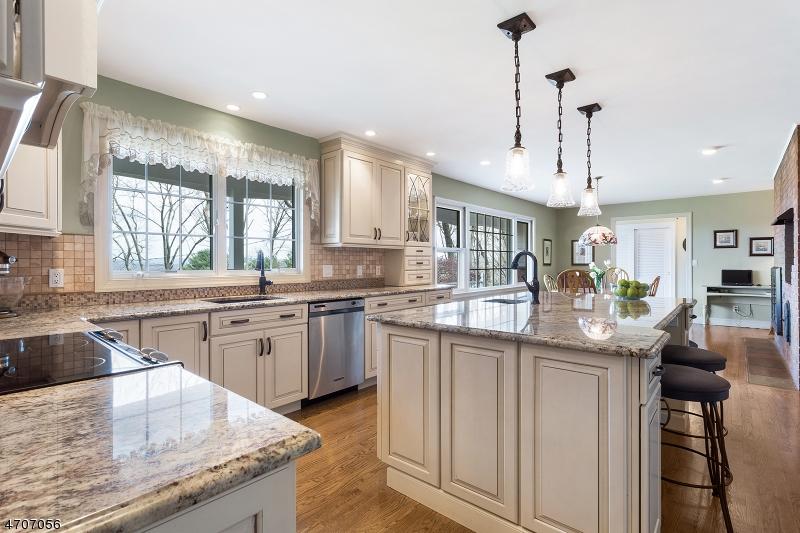 Частный односемейный дом для того Продажа на 32 Spring Hill Road Annandale, Нью-Джерси 08801 Соединенные Штаты