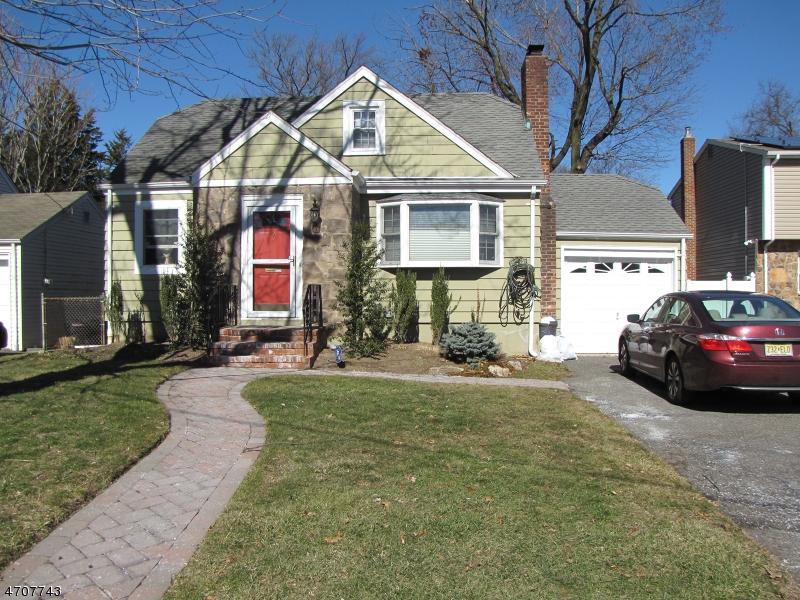 独户住宅 为 销售 在 6 Huntting Drive 杜蒙特, 新泽西州 07628 美国