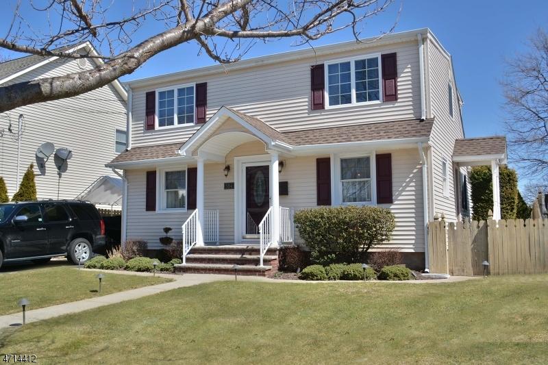 Maison unifamiliale pour l Vente à 584 Oak Avenue Saddle Brook, New Jersey 07663 États-Unis