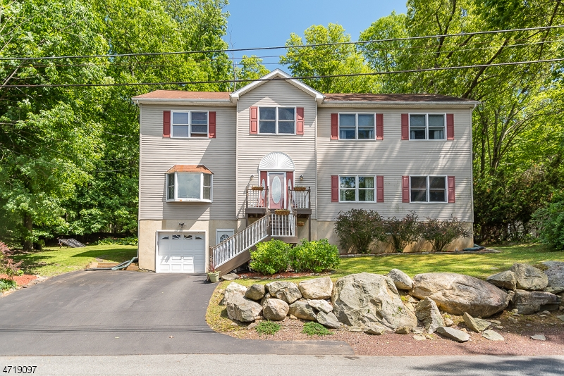 Частный односемейный дом для того Продажа на 68 McGregor Avenue Mount Arlington, Нью-Джерси 07856 Соединенные Штаты