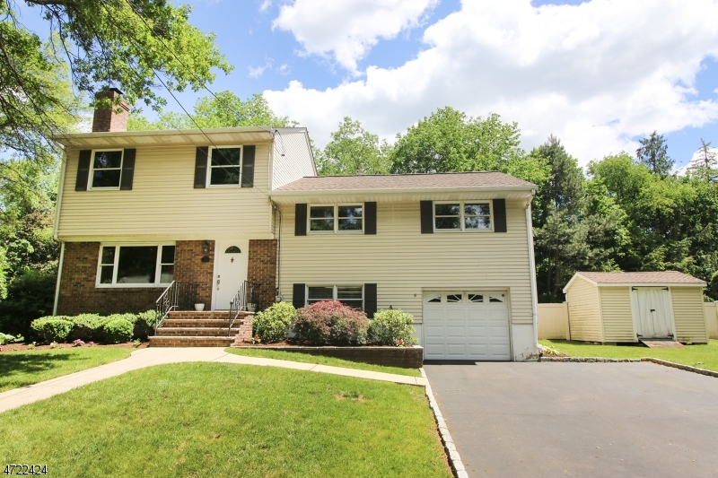 Single Family Home for Sale at 24 Chestnut Place Ho Ho Kus, New Jersey 07423 United States