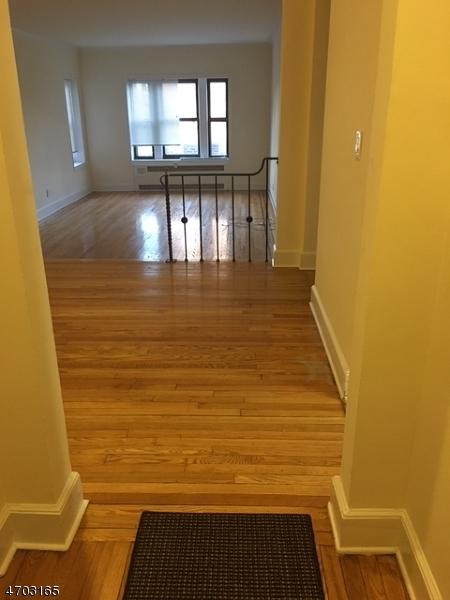 Частный односемейный дом для того Продажа на 100 Prospect Avenue Hackensack, 07601 Соединенные Штаты
