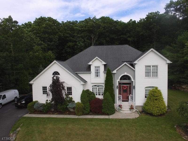 Single Family Home for Sale at 10 Skyler Court Oak Ridge, 07438 United States