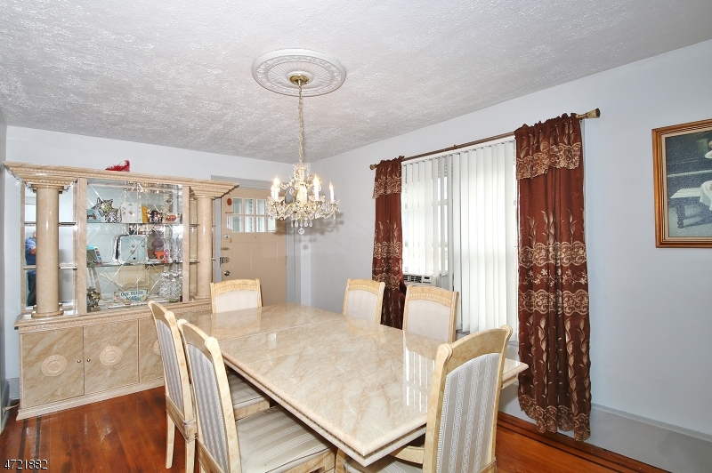 Additional photo for property listing at 552 W 7th Avenue  Roselle, ニュージャージー 07203 アメリカ合衆国