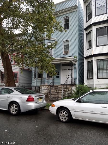 Частный односемейный дом для того Аренда на 27 Sharon Avenue Irvington, Нью-Джерси 07111 Соединенные Штаты