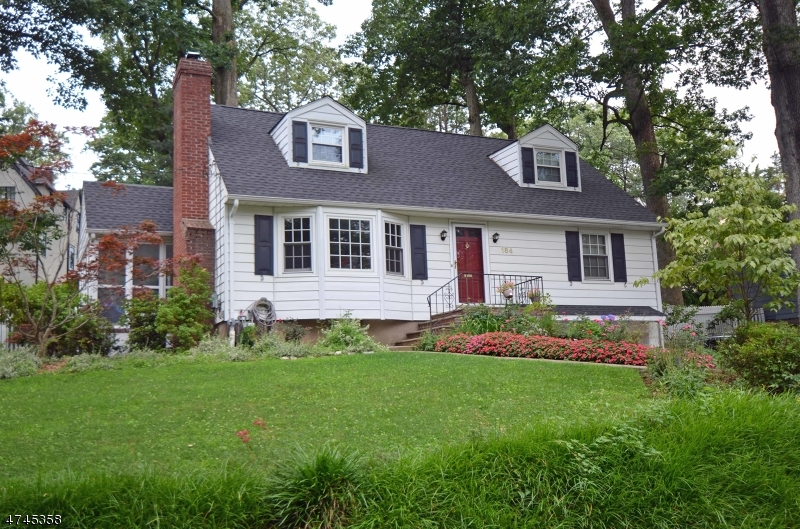 Single Family Home for Sale at 184 W Glen Avenue Ridgewood, New Jersey 07450 United States