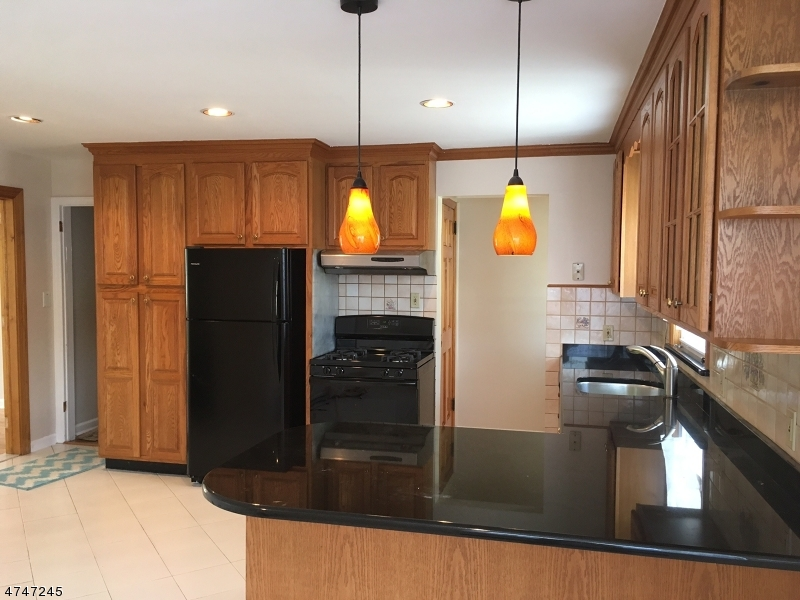 Casa Unifamiliar por un Alquiler en 723 Midland Blvd Union, Nueva Jersey 07083 Estados Unidos