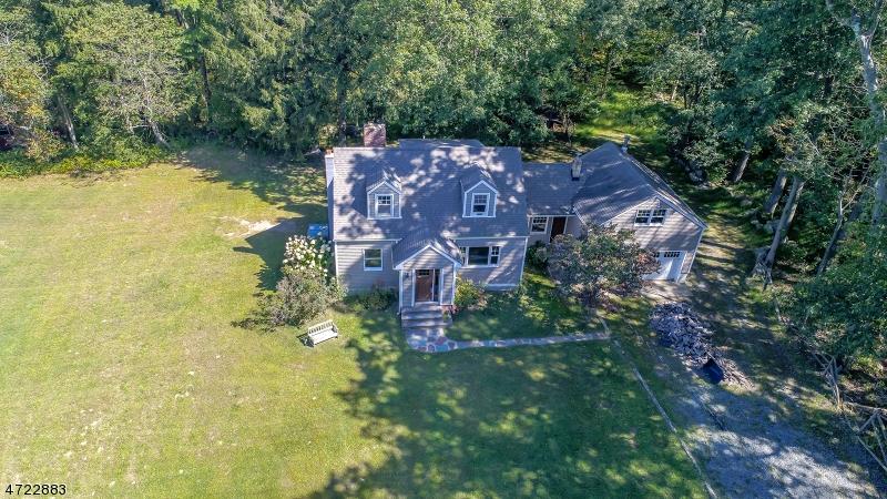Частный односемейный дом для того Продажа на 18 Old Beach Glen Road Rockaway, Нью-Джерси 07866 Соединенные Штаты