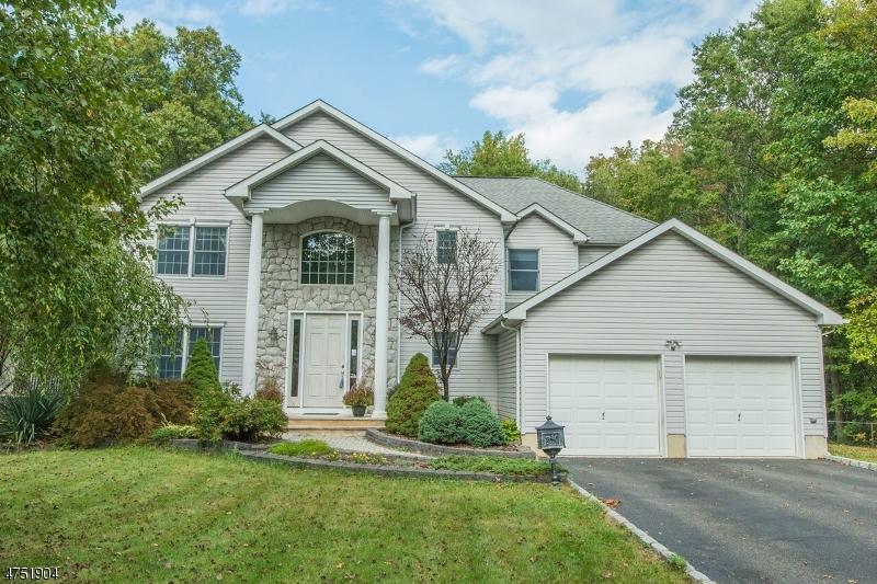 Tek Ailelik Ev için Satış at 99 Chaucer Drive 99 Chaucer Drive Berkeley Heights, New Jersey 07922 Amerika Birleşik Devletleri