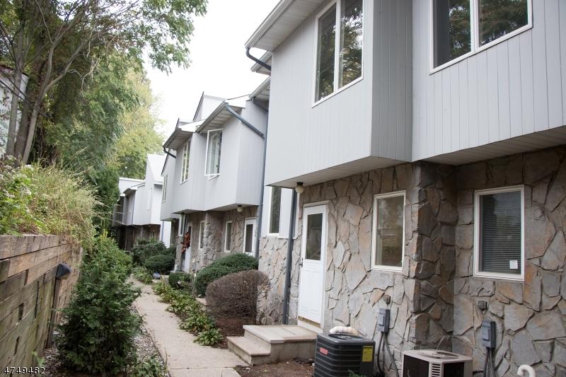 Частный односемейный дом для того Аренда на 6 Essex St, UNIT E-25 Belleville, Нью-Джерси 07109 Соединенные Штаты