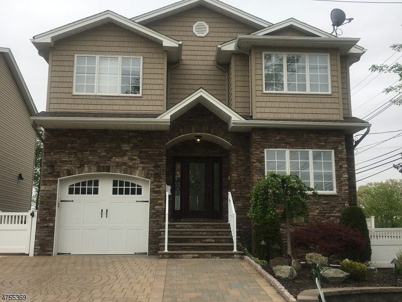 Maison unifamiliale pour l Vente à 104 7th Street Wood Ridge, New Jersey 07075 États-Unis
