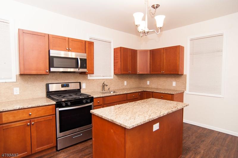 Casa Unifamiliar por un Alquiler en 324 Ashton Avenue Linden, Nueva Jersey 07036 Estados Unidos