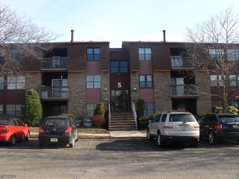 Casa Unifamiliar por un Alquiler en 57-C GOLDEN SQ Woodbridge, Nueva Jersey 07095 Estados Unidos