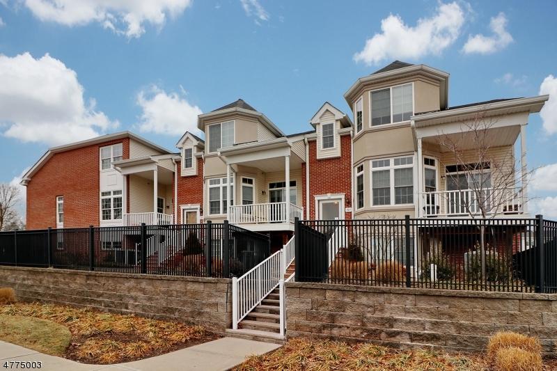 独户住宅 为 销售 在 103 Chestnut Court Garwood, 新泽西州 07027 美国