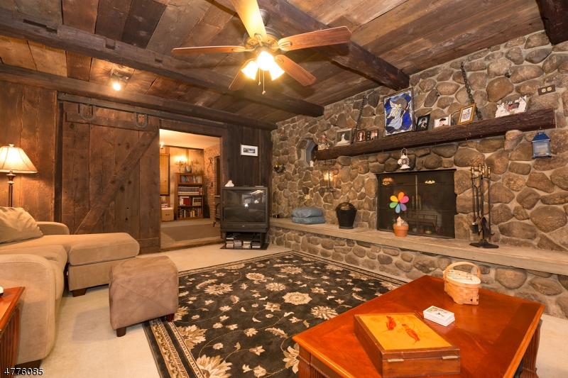 Maison unifamiliale pour l Vente à 3 Newton Avenue Byram Township, New Jersey 07874 États-Unis