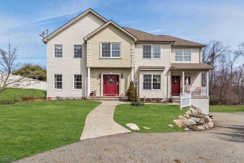 Casa para uma família para Venda às 2 Hemlock Court Butler, Nova Jersey 07405 Estados Unidos