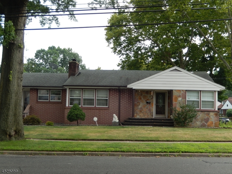Single Family Home for Sale at 962 W LAKE AVE 962 W LAKE AVE Rahway, New Jersey 07065 United States