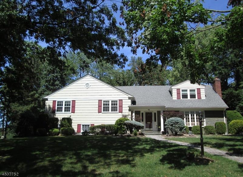 Maison unifamiliale pour l à louer à 76 SEMINOLE WAY Millburn, New Jersey 07078 États-Unis