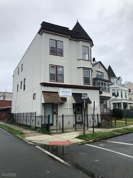 Commercial for Rent at 172 N 14TH Street East Orange, New Jersey 07017 United States