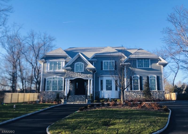 Single Family Home for Sale at 375 WHITE OAK RIDGE RD 375 WHITE OAK RIDGE RD Millburn, New Jersey 07078 United States