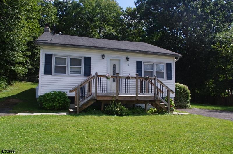 Tek Ailelik Ev için Satış at 10 HILLCREST Avenue Andover, New Jersey 07860 Amerika Birleşik Devletleri
