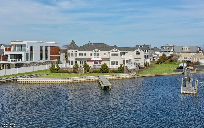 Single Family Home for Sale at 12 Sunset Ln 12 Sunset Ln Monmouth Beach, New Jersey 07750 United States