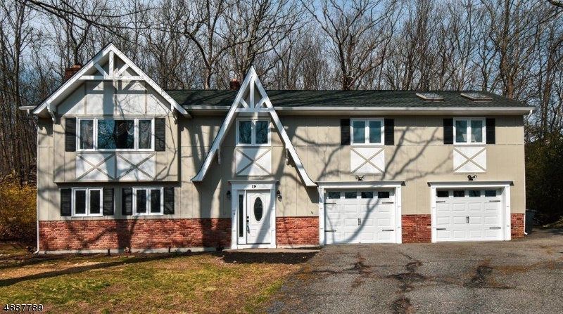 Частный односемейный дом для того Продажа на 19 MARYANN TER Stanhope, Нью-Джерси 07874 Соединенные Штаты