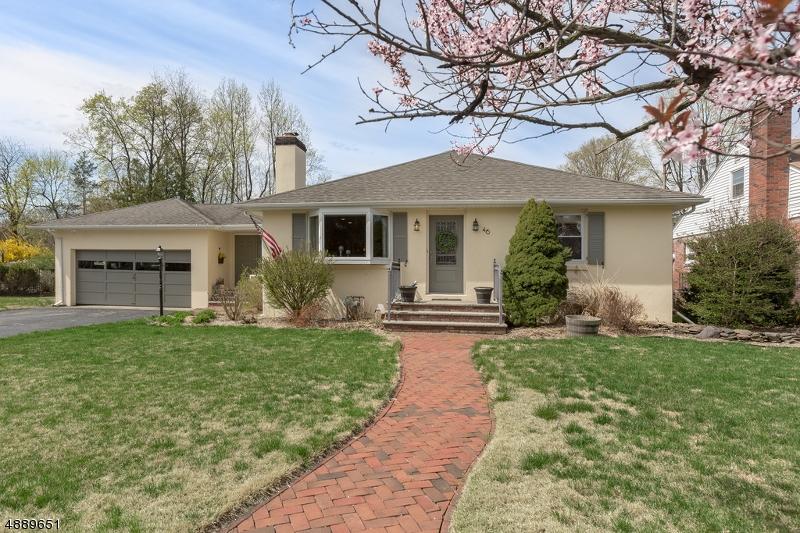 Maison unifamiliale pour l Vente à 46 CENTER Street Pompton Lakes, New Jersey 07442 États-Unis