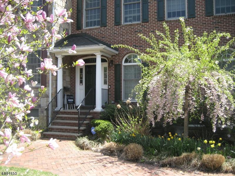 Кондо / дом для того Продажа на 321 PARK Avenue Rutherford, Нью-Джерси 07070 Соединенные Штаты