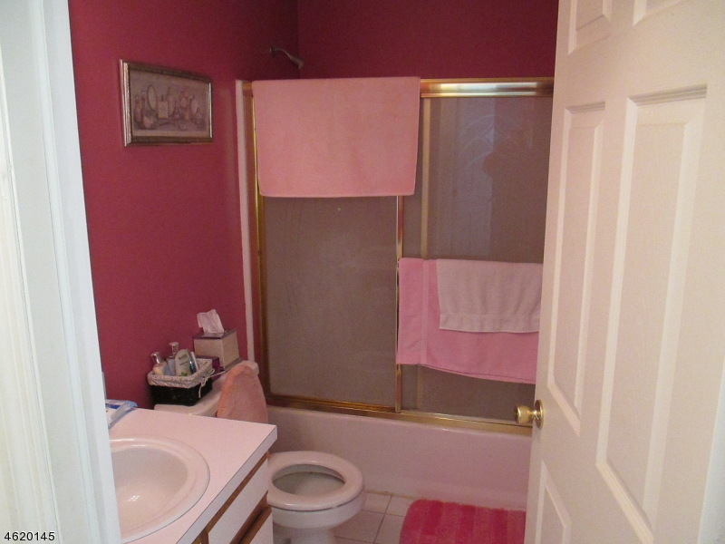 Additional photo for property listing at 312 FALCON RIDGE WAY south  Hamburg, Nueva Jersey 07419 Estados Unidos