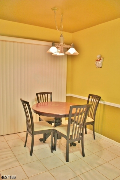 Additional photo for property listing at 5 Kyle Road  Somerset, Nueva Jersey 08873 Estados Unidos