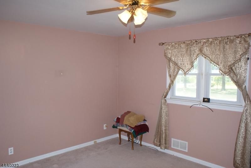 Additional photo for property listing at 231 Brighton Road  Clifton, Nueva Jersey 07012 Estados Unidos
