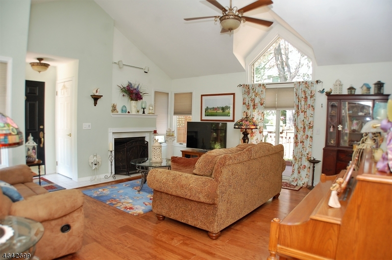 Additional photo for property listing at 1 Ogdon Court  Oak Ridge, New Jersey 07438 United States