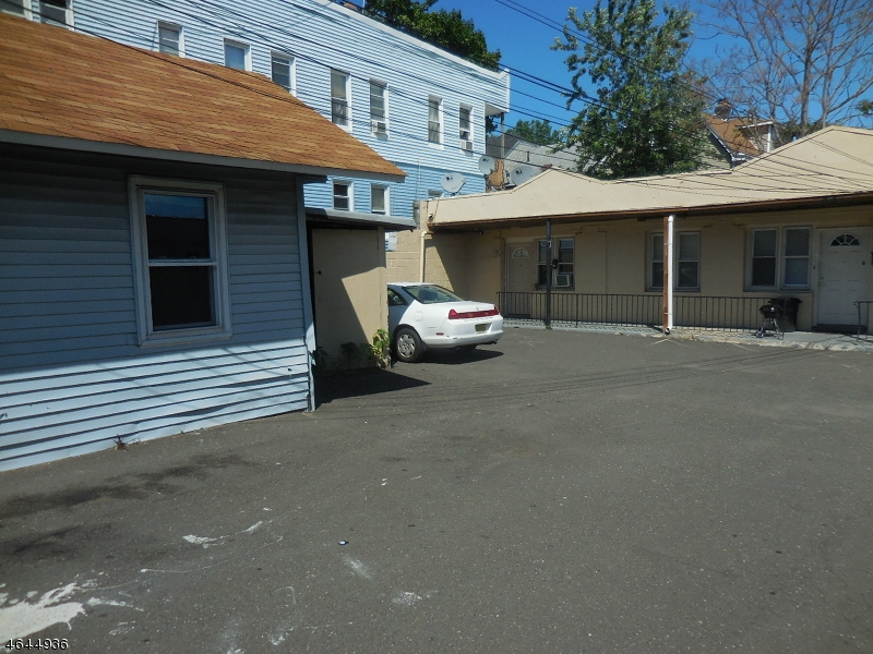 Additional photo for property listing at 441-447 E 30TH Street  Paterson, Нью-Джерси 07504 Соединенные Штаты