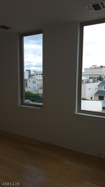 Additional photo for property listing at 478 Washington Street  Newark, New Jersey 07102 United States