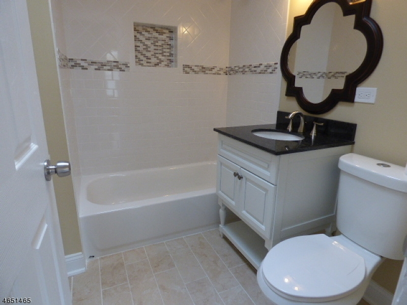 Additional photo for property listing at 24 Day Street  布鲁姆菲尔德, 新泽西州 07003 美国