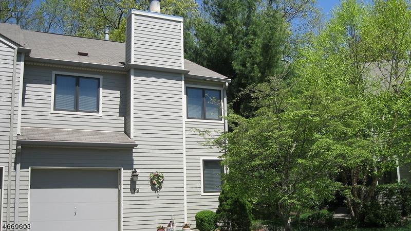 Частный односемейный дом для того Продажа на 19 Spruce Run Ramsey, 07446 Соединенные Штаты