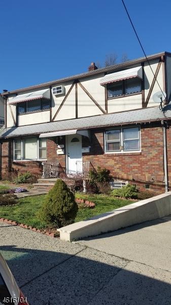 Частный односемейный дом для того Аренда на 338-340 REDWOOD Avenue Paterson, 07522 Соединенные Штаты